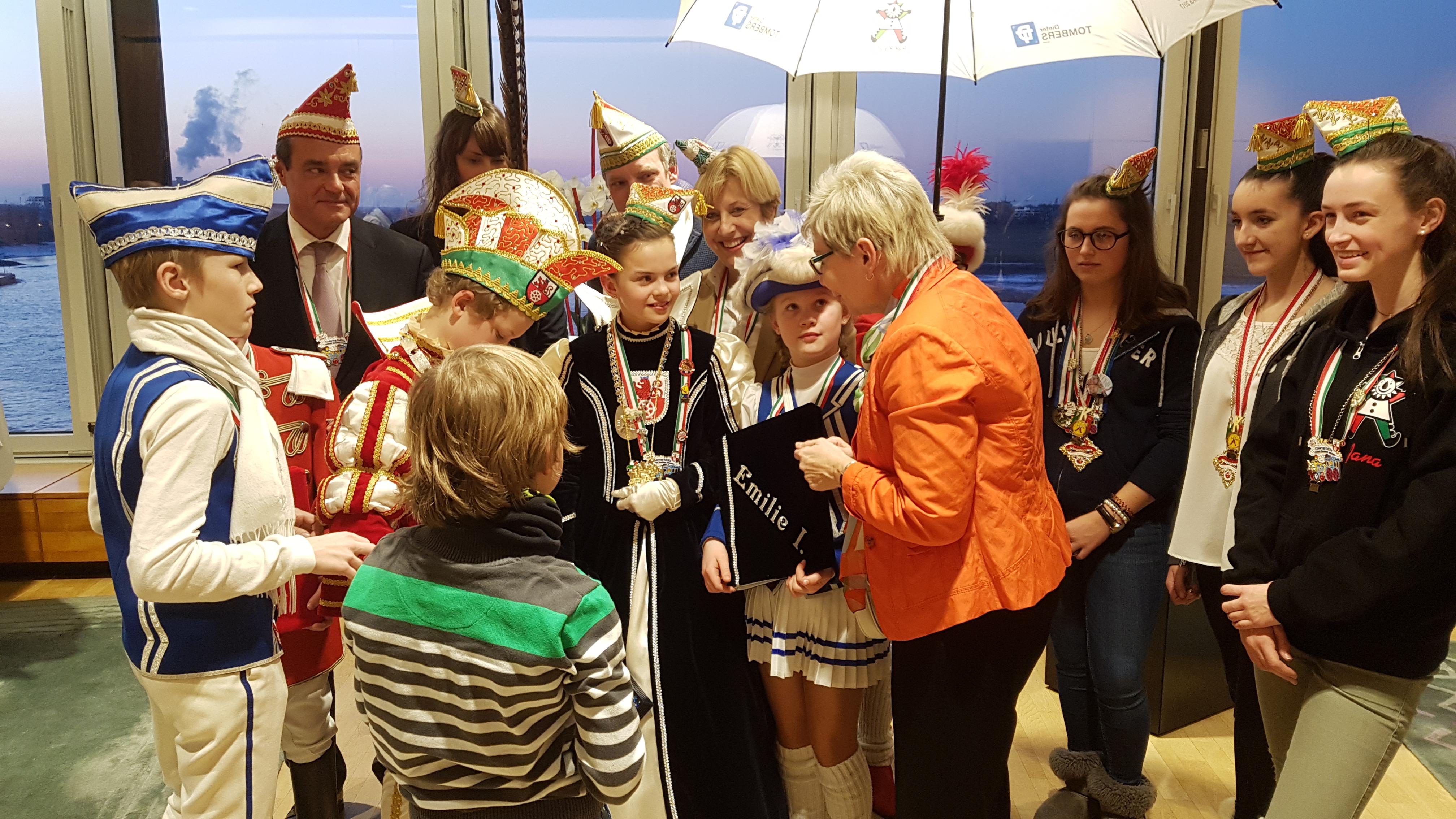 Prinzessin Emilie I. und Lennart I. beim Empfang durch Landtagspräsidentin Carina Gödecke
