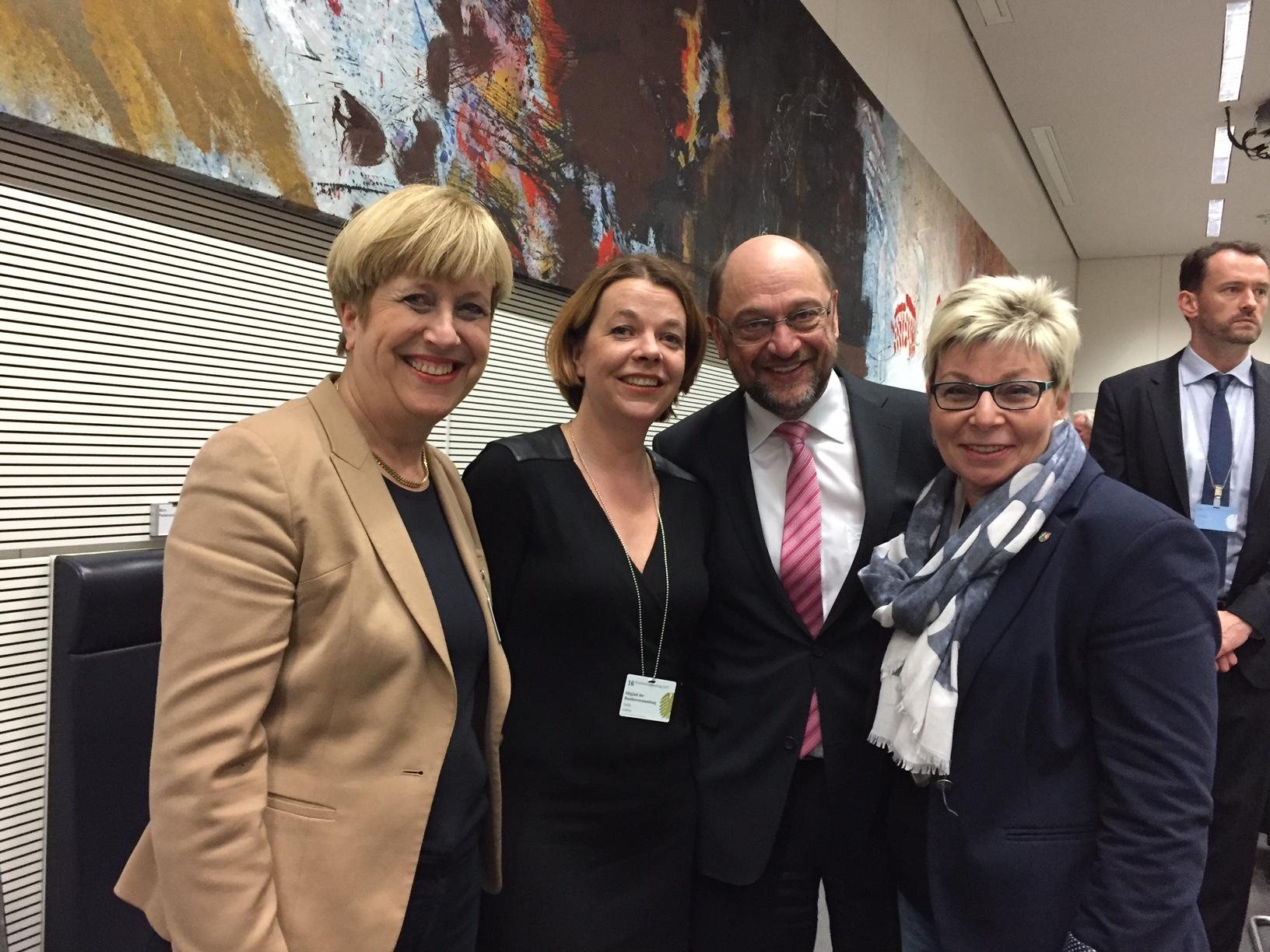 Elisabeth Müller-Witt, Nadja Lüders, Martin Schulz, Carina Gödecke (v.l.n.r.) bei der Bundesversammlung