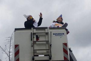 Mike Gans und Achim Pohlmann auf der Hebebühne