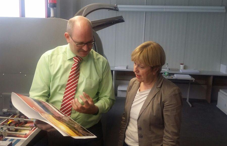 Geschäftsführer Gregor Kalinowski mit Elisabeth Müller-Witt MdL